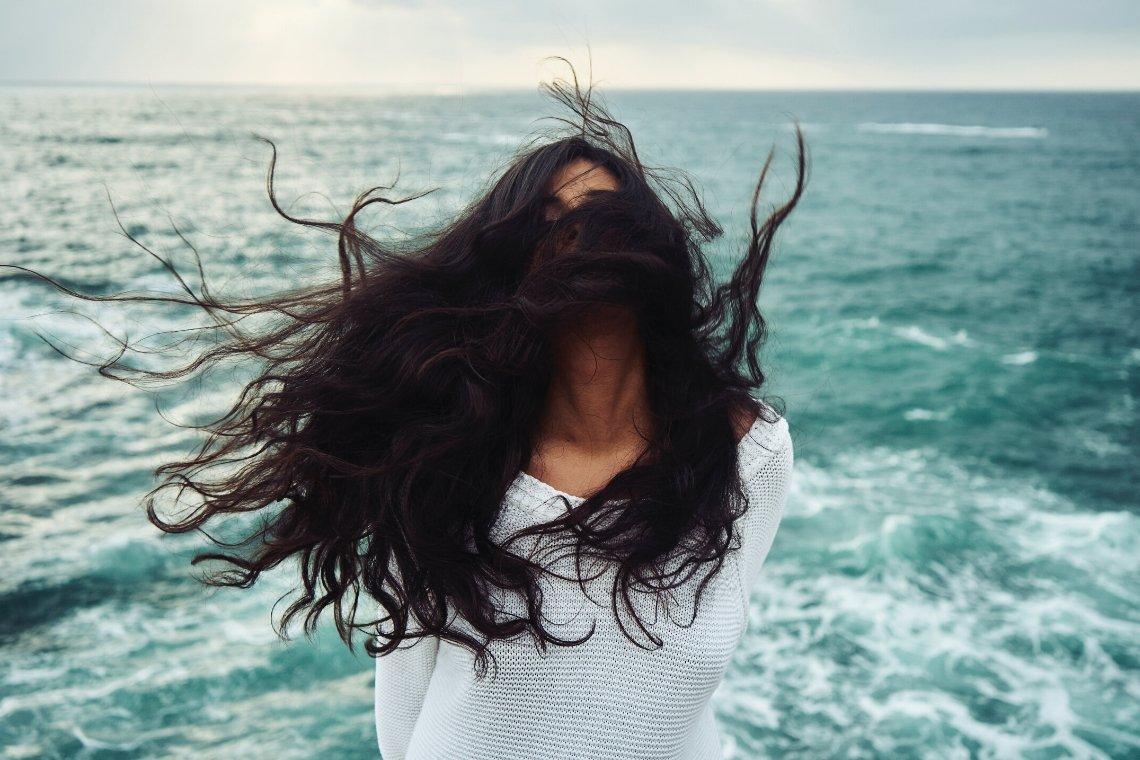 Entdecke vier Muster der Selbstsabotage, mit denen sich viele Frauen selbst im Weg stehen – und fang gleich an, sie für Dich aufzulösen. Erfahre mehr >>>
