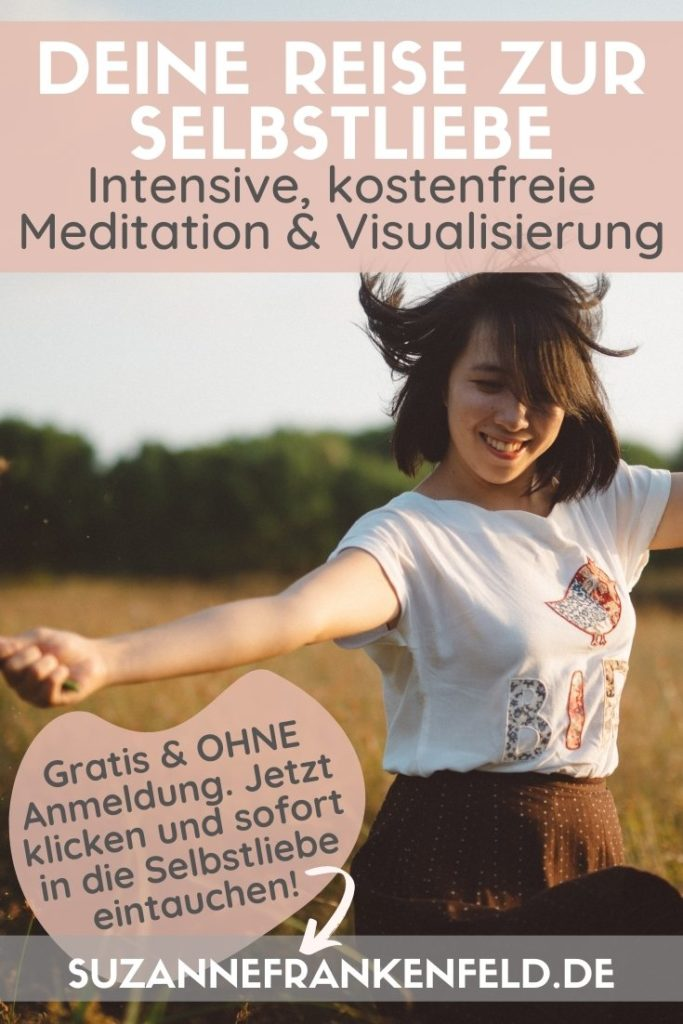 """Pinterest-Pin: Kostenfreie geführte Selbstliebe Meditation - Bildbeschreibung: Eine junge Frau tanzt lächelnd in einem Feld voller hüfthoher Gräser. Text im Bild: """"Deine Reise zur Selbstliebe. Intensive, kostenfreie Meditation & Visualisierung. Gratis & ohne Anmeldung. Jetzt klicken und sofort in die Selbstliebe eintauchen!"""""""